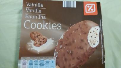 Helado de vainilla y chocolate con leche con cookies Día