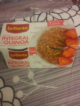 Vasitos de arroz integral con quinoa, brillante
