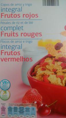 Copos de arroz y trigo integral con frutos rojos Día