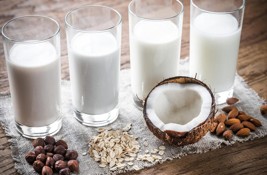 5 vídeo recetas de leches vegetales que te harán decir adiós al tetra-brick
