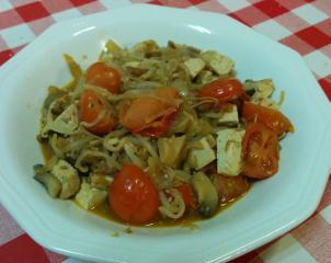 Fungi con tomate y tofu
