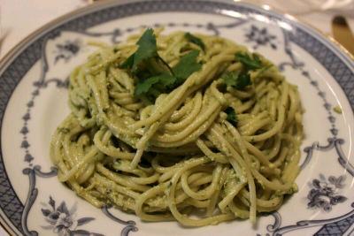 Espagueti/Spaghetti pesto contundente