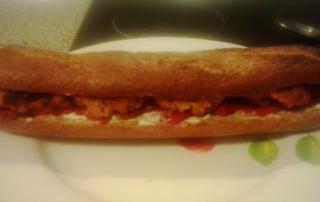Bocadillo de falafel, pimiento de piquillo y veganesa