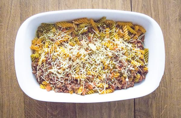 Macarrones con soja texturizada y chorizo con queso vegano