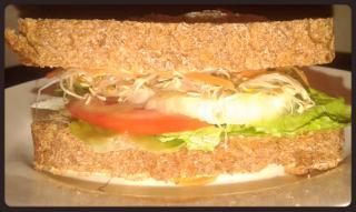 Sandwich de brotes de alfalfa