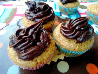 Cupcakes rellenos de crema de plátano