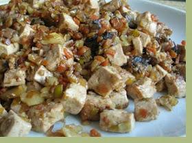 Tofu con verduras y frutos secos