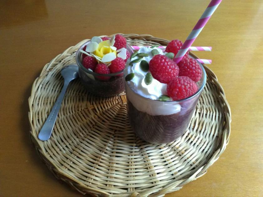 Pudding de Chía con bebida de arroz negro y frutas