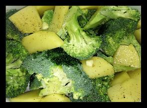 Brocoli con patatas y cebolla