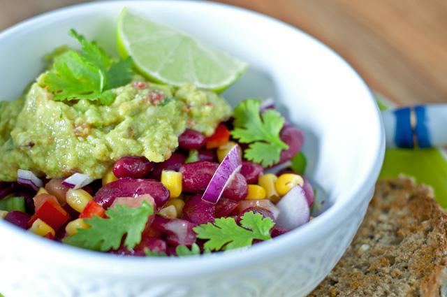 Ensalada de alubias rojas con guacamole