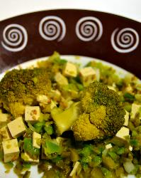 Vinagreta con brócoli/brécol y tofu (casi crudi)