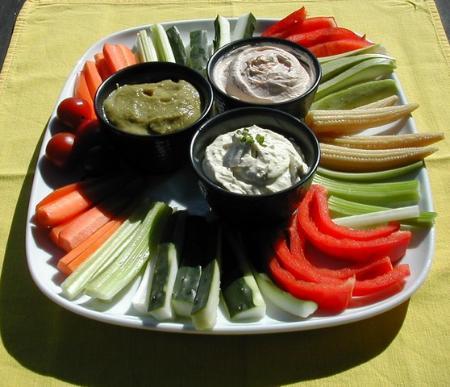 Crudités de verduras con tres salsas