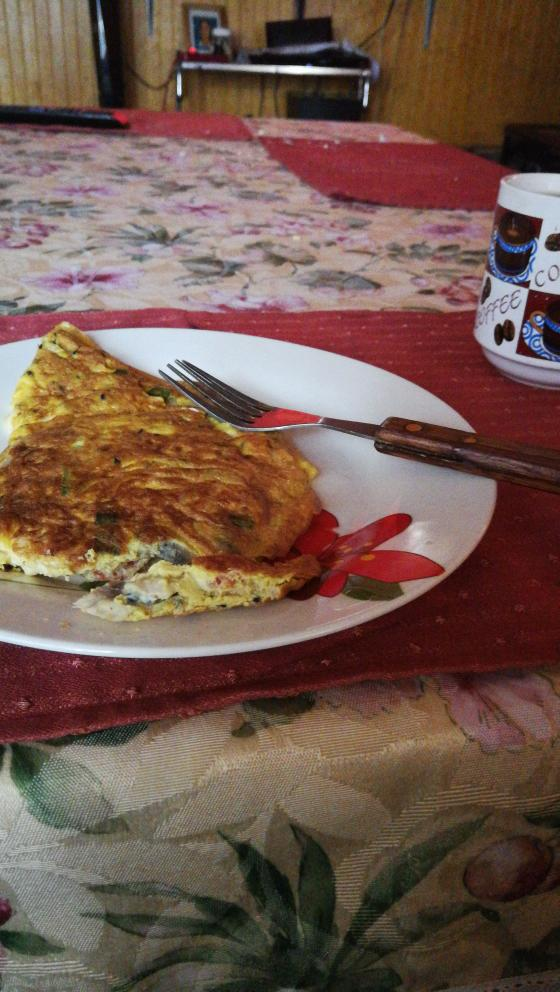 Omelette du fromage with verduras