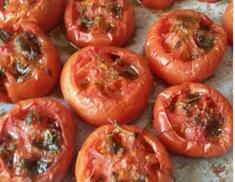 Tomates al horno con hierbas y pistacho