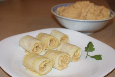 Rollitos de calabacín con hummus y tahini