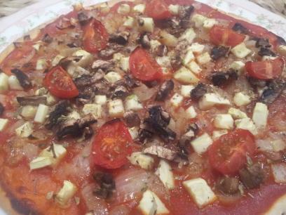 Pizza con calabacín y tomates cherry