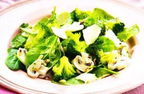 Ensalada de champiñones, espinaca y brócoli