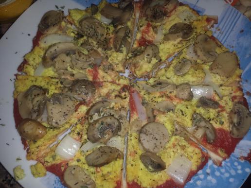 """Pizza de champiñones y """"queso"""" de almendra"""