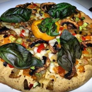 Pizza de hummus y berenjena