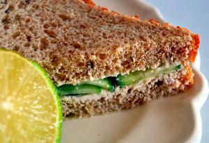 Sandwich de vegadelfia y pepino