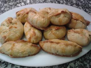 Empanadillas con nueces, piñones y setas