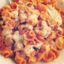 Macarrones con sabor a chorizo y queso vegano