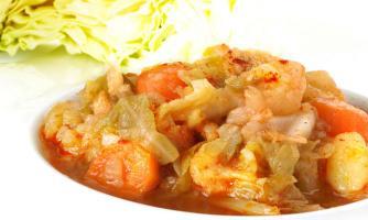 Repollo con patatas y zanahoria