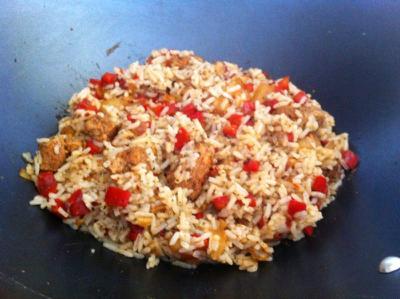 """Wok de arroz frito con """"pollo"""""""