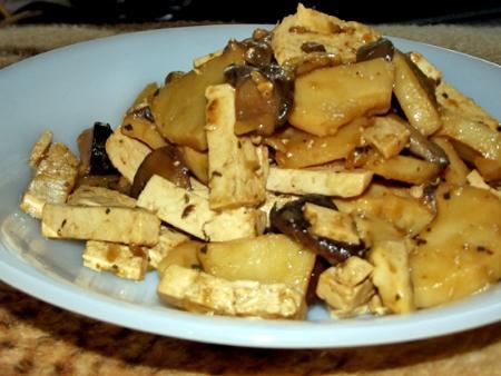 Tofu con setas y bambú