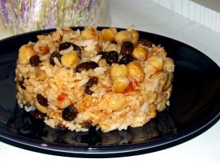 Arroz con garbanzos y pasas