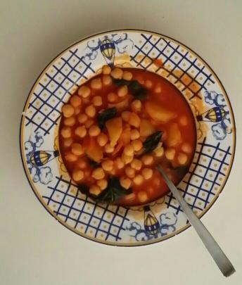Potaje de garbanzos, espinacas y patatas