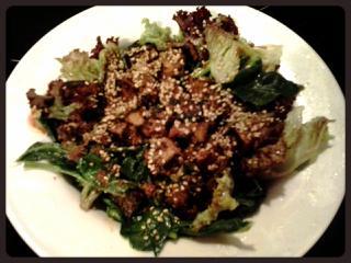 Ensalada de tofu especiado
