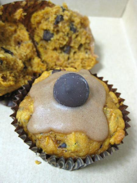 Magdalenas veganas de calabaza y chocolate glaseadas