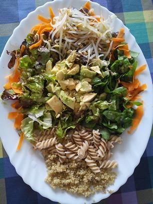 Ensalada de quinoa y macarrones integrales
