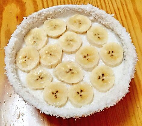 Postre de coco con leche de avena y plátano.