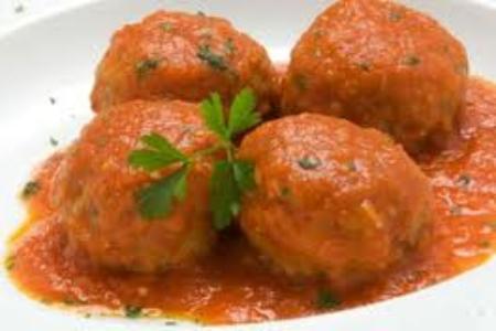 Albóndigas de verduras en salsa de tomate