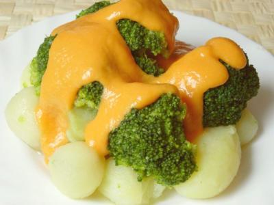 Brócoli con salsa de pimiento rojo