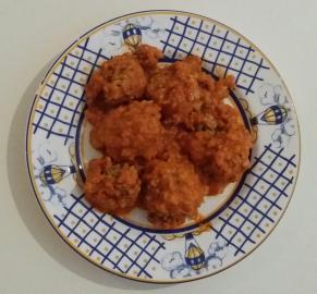 Albóndigas de avena y arroz con tomate
