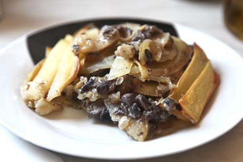 Pastel de patata, champiñones y calabacín