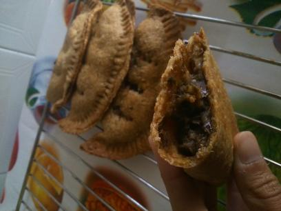 """Empanadillas rellenas de """"morcilla"""" vegana (con receta de la masa inc.)."""