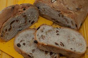 Pan pesado de pasas y nueces