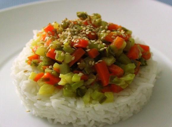 Arroz basmati con verduras y sésamo