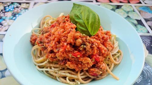 Espaguetis con boloñesa de judías y soja texturizada