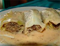 Rollitos de col rellenos de quinoa Y champiñones, con salsa de setas