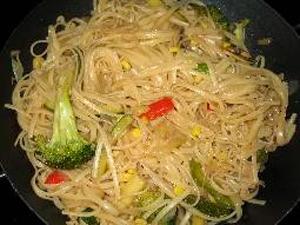 Wok de tallarines con verduras